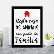 Quadro Decorativo 27x36 Nesta Casa os Animais Fazem Parte da Família