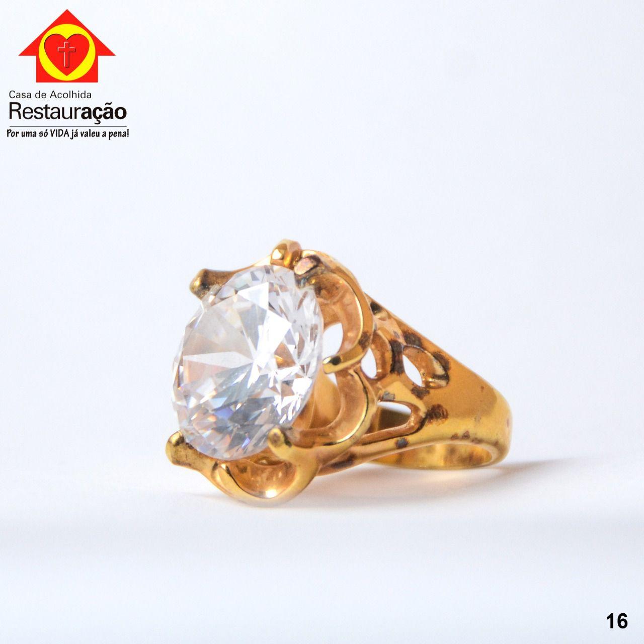 Anel Dourado com Pedra Natural