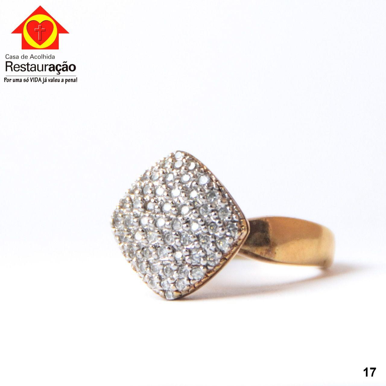 Anel Dourado com Pedras