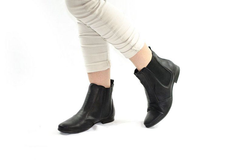 Bota Vegano Shoes Chelsea Clívia Preta