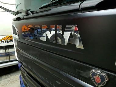 Aplique/Acabamento CHARADA em Inox do Letreiro Scania S4