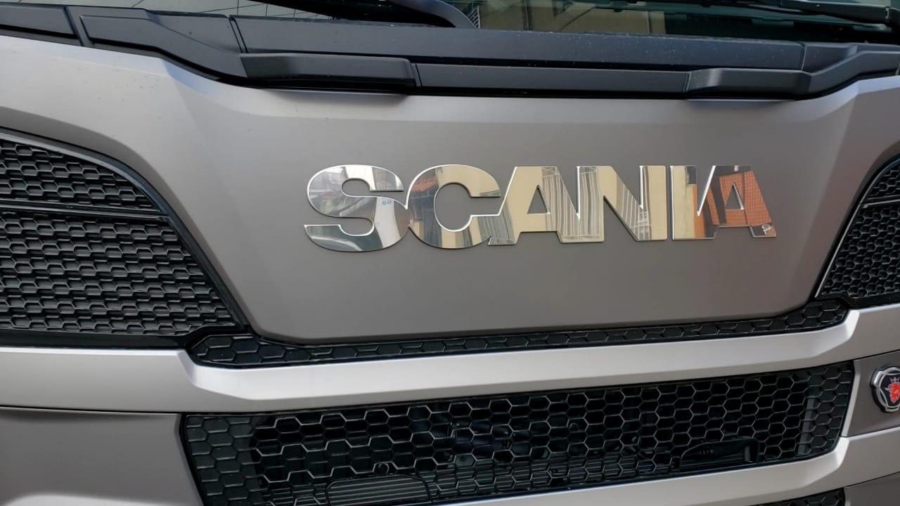 Acabamento  Inox do Letreiro Scania S5 cabines G/R  a partir  de 2010  e NTG(Serie 6)  Cabines R/S