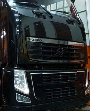 Aplique/Acabamento Inox Grade Superior Volvo FH até 2014 (Kit 2 peças)