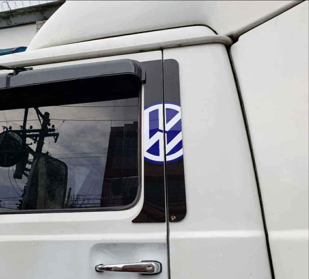 APLIQUE COLUNA DE PORTA  VW DELIVERY E WORKER  ATE 2018    VW TITAN