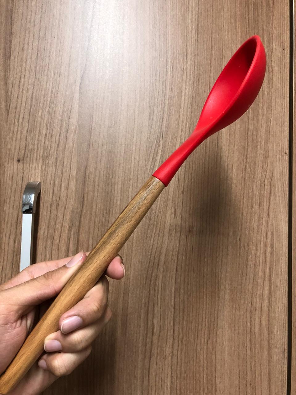 Colher de arroz grande silicone e madeira vermelha 31cm livre de bpa