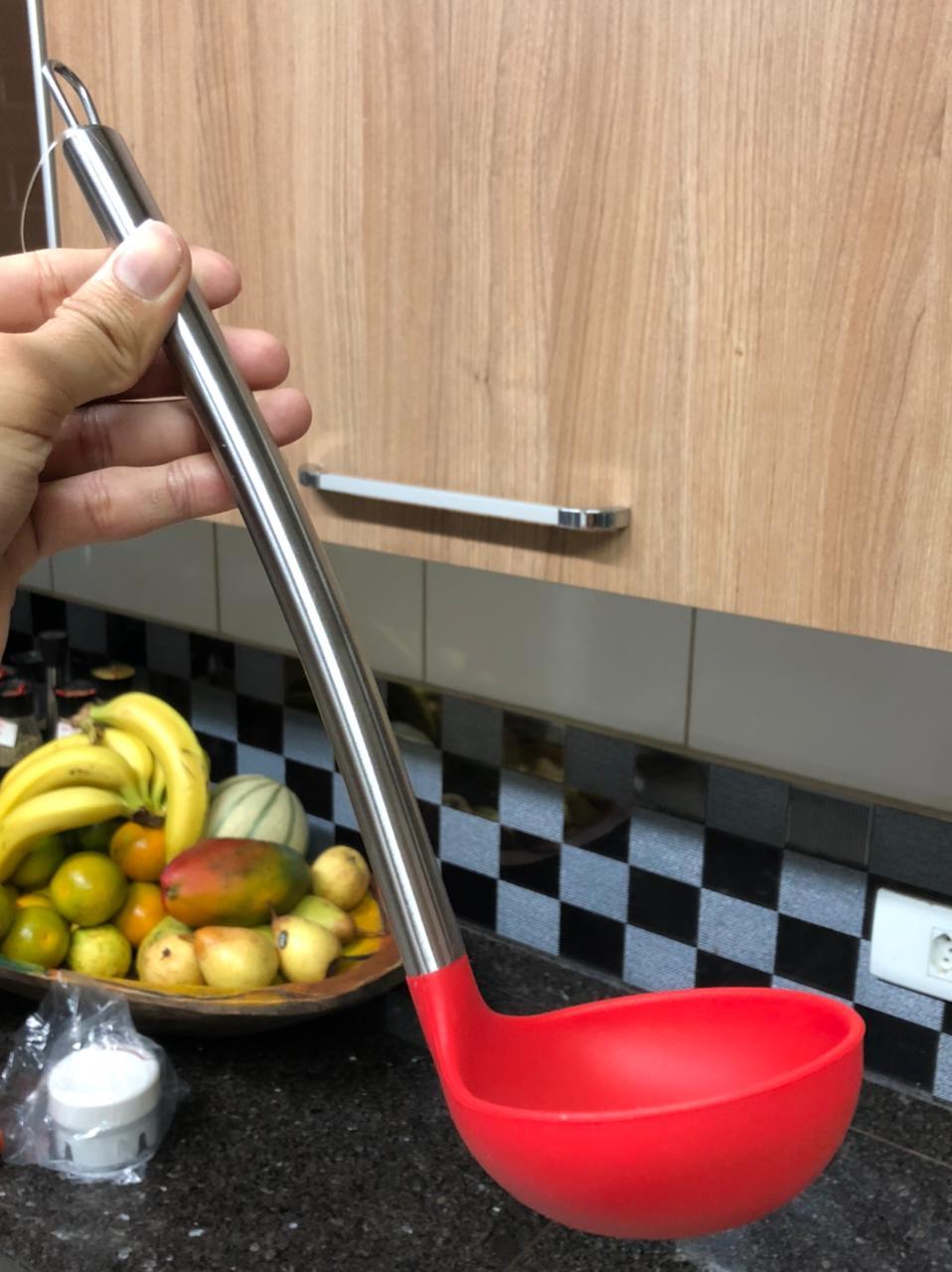 Concha de feijão para cozinha em silicone e aço inox vermelho 30cm
