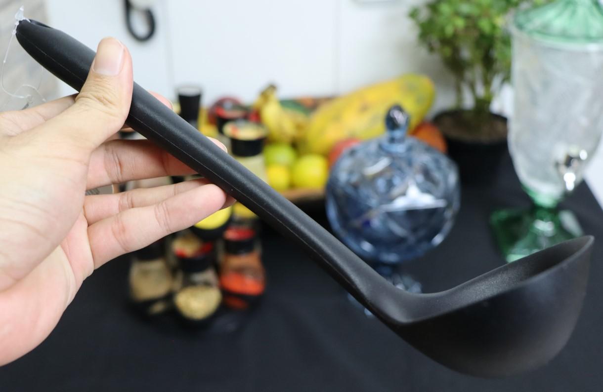 Concha de feijão para cozinha em silicone preta 28cm utensilio de cozinha