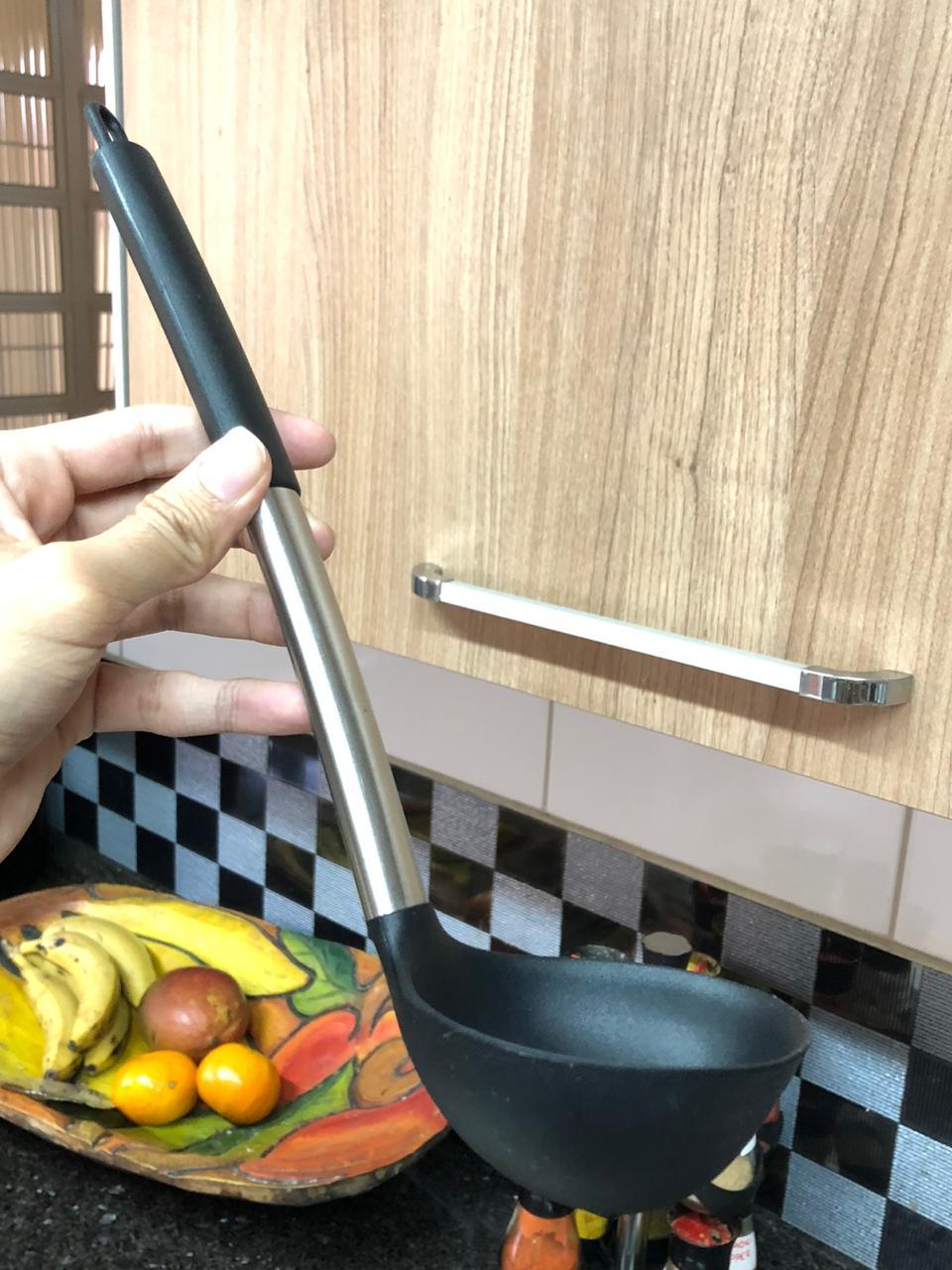 Concha de silicone servir feijão aço inox preto 31cm