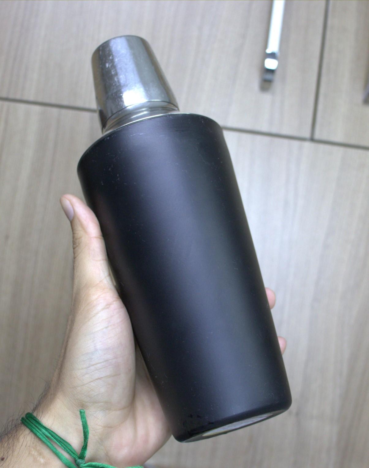 coqueteleira inox 750mL cor preta para drinks barman bartender