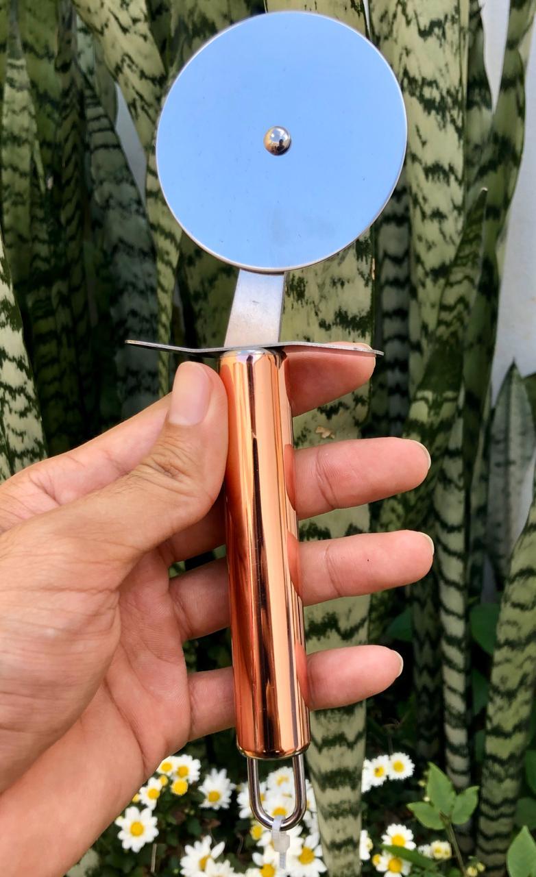Cortador de pizza em aço inox cobre rose gold 21 cm MimoStyle