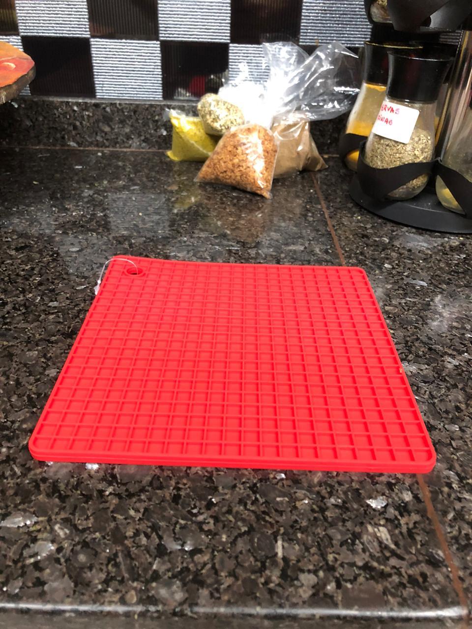 descanso de panelas e travessas  em silicone 18cm isolante termico
