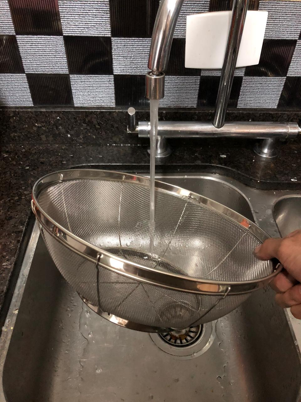 Escorredor de arroz inox macarrão peneira de cozinha coar e escorrer 27x10cm