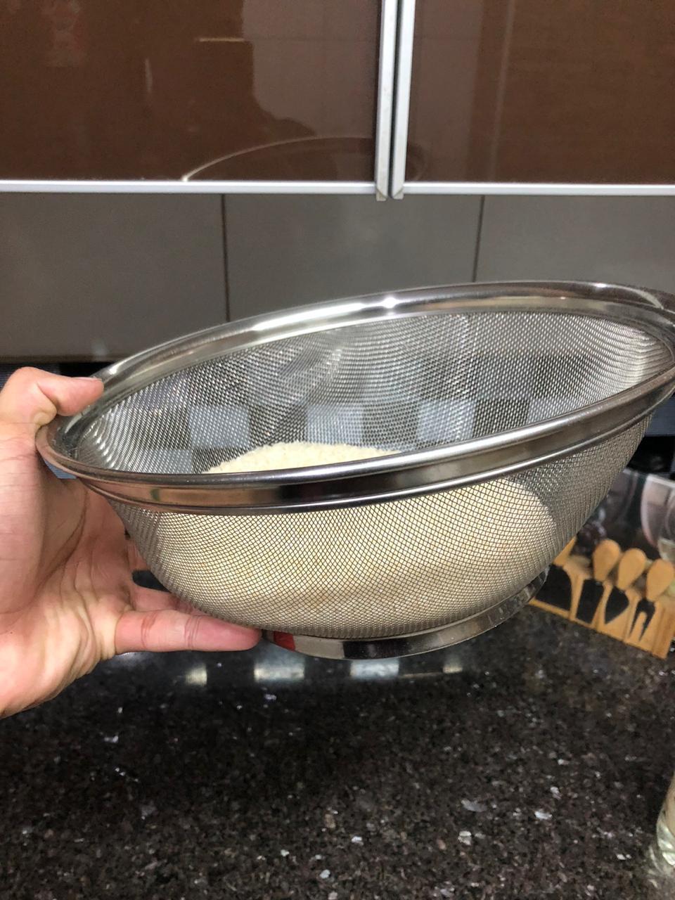 Escorredor de macarrão arroz grande inox peneira de cozinha coar e escorrer 28x13cm