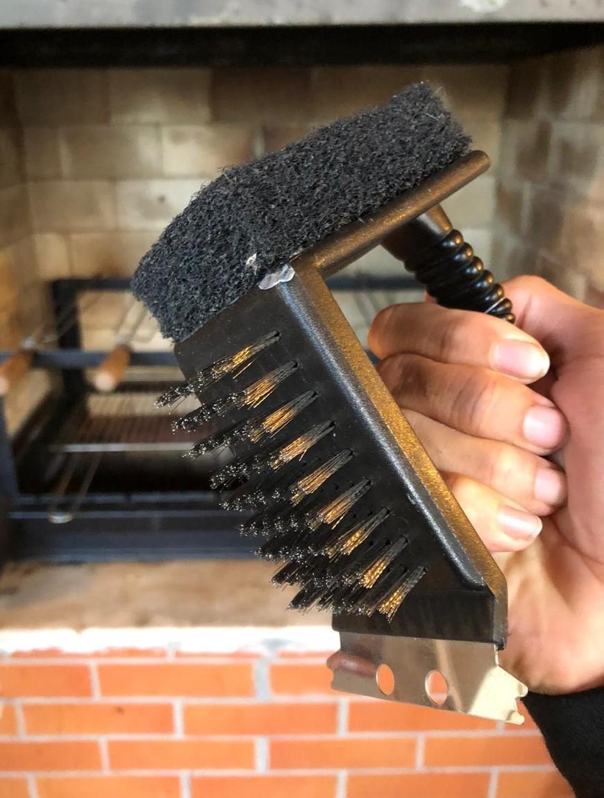 Escova para grelha limpadora de churrasqueira  preta aço inox 3 em1