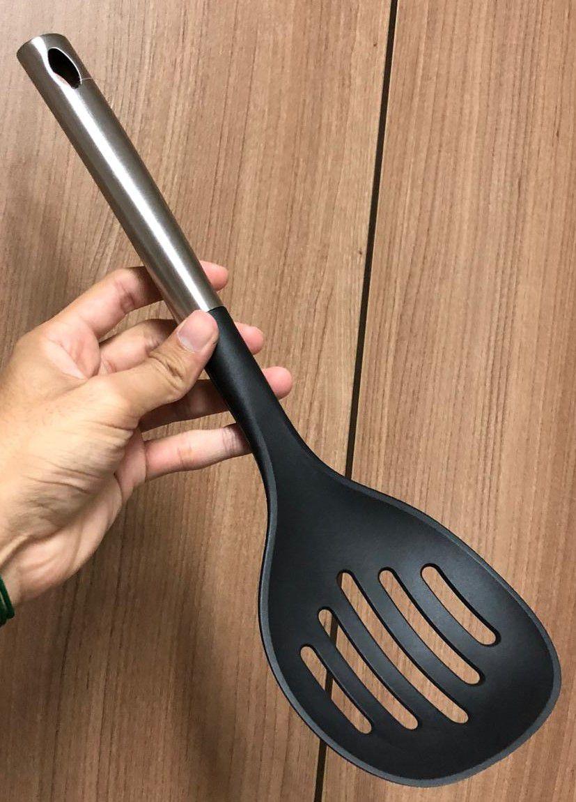 Escumadeira para frituras nylon e aço inox preta 35cm uni utensilio de cozinha