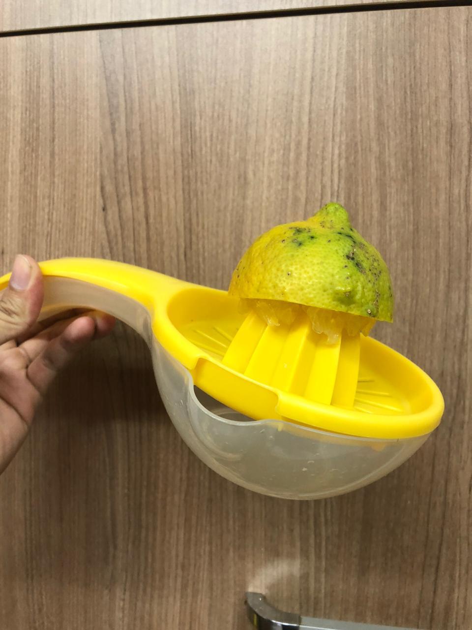 Espremedor de laranja limão manual frutas com base para suco qualidade amarela