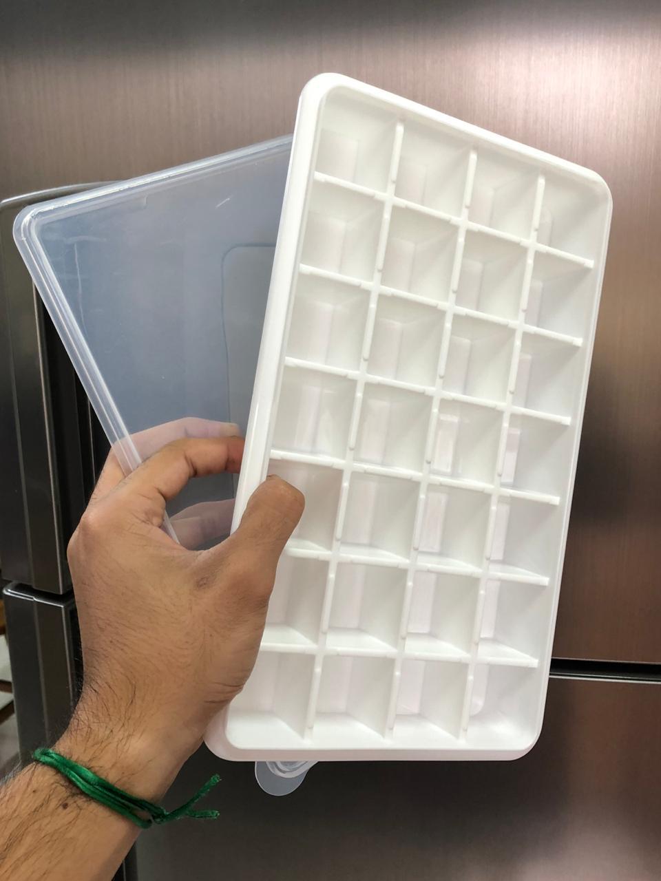 Forma de gelo papinha com tampa 28 cubos livre de BPA branco