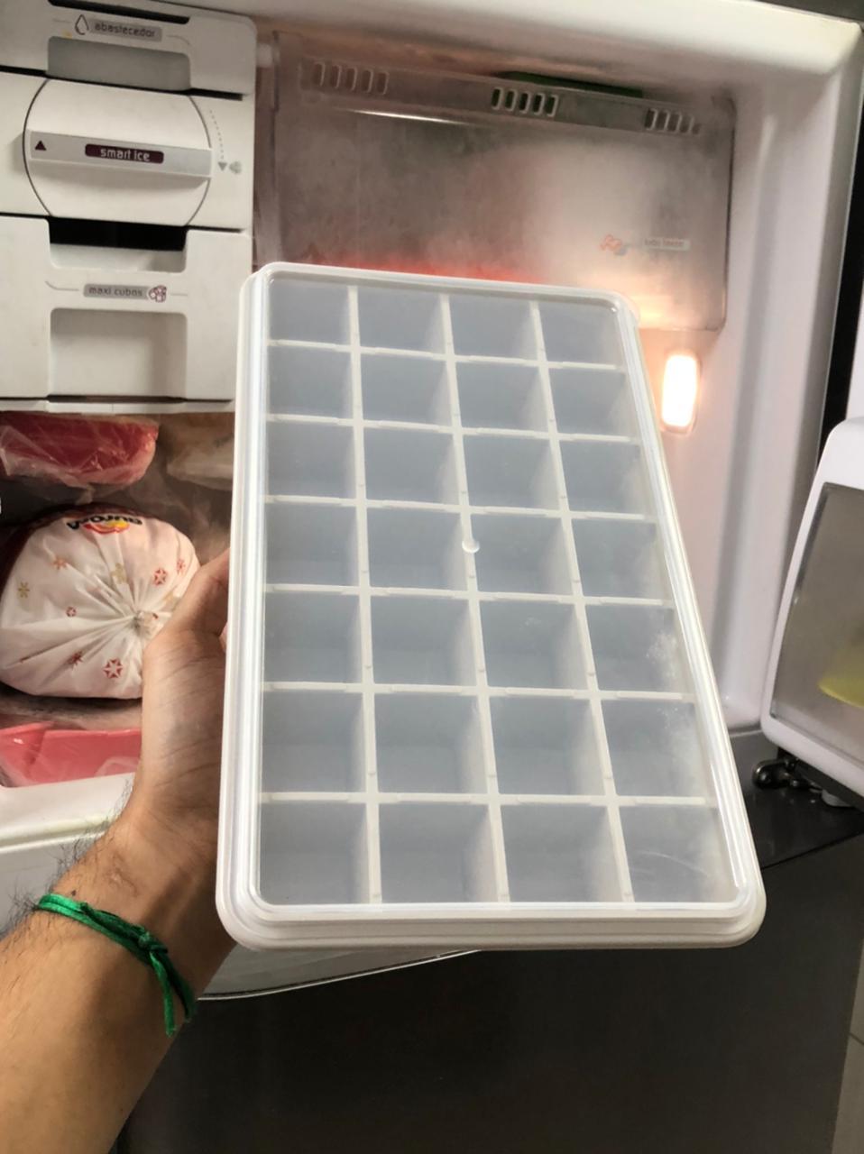Forma de gelo papinha com tampa 28 cubos livre de BPA cinza claro