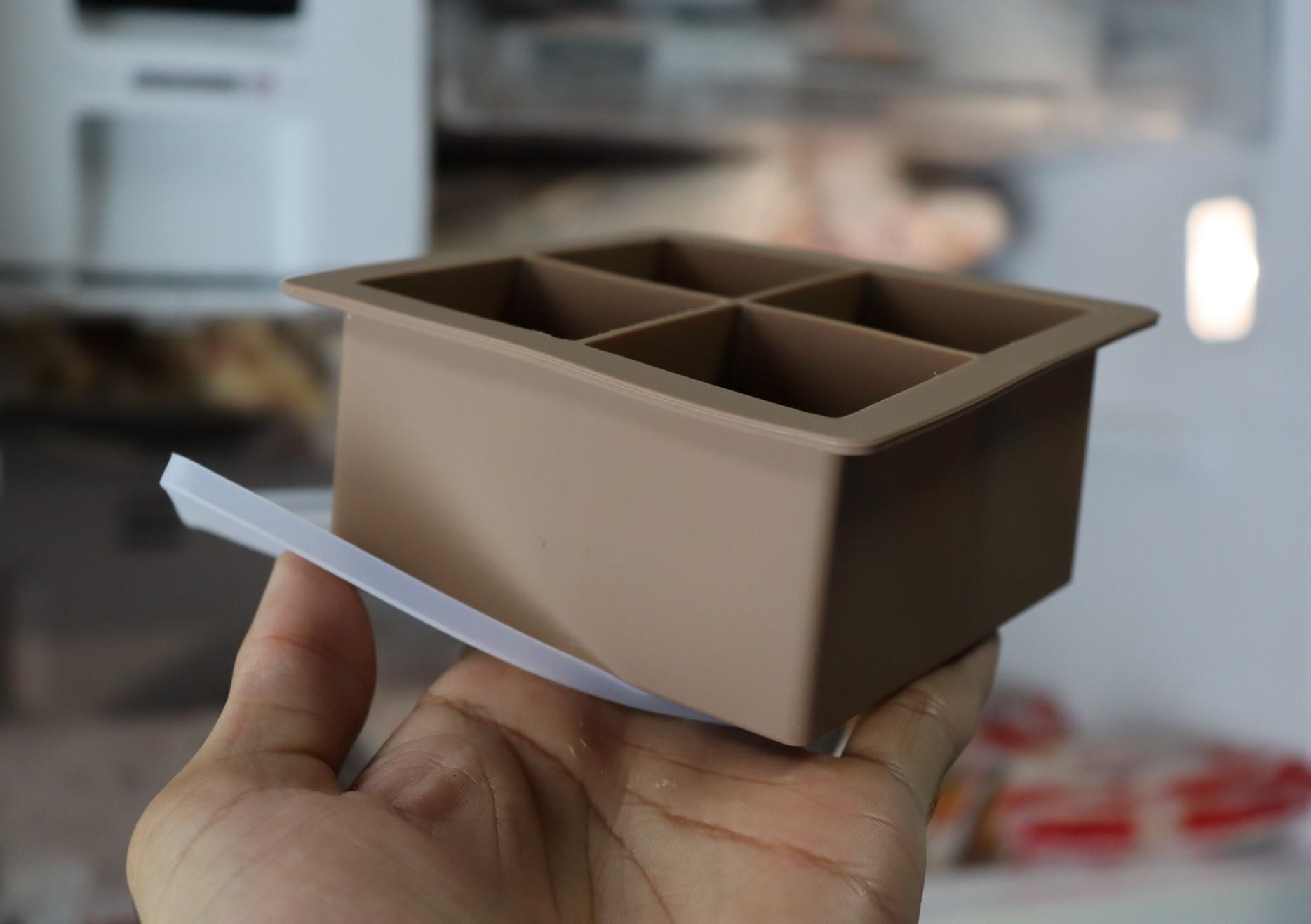 forma de silicone gelo com tampa papinha quadrada 4 cubos grandes marrom sem bpa forminhas