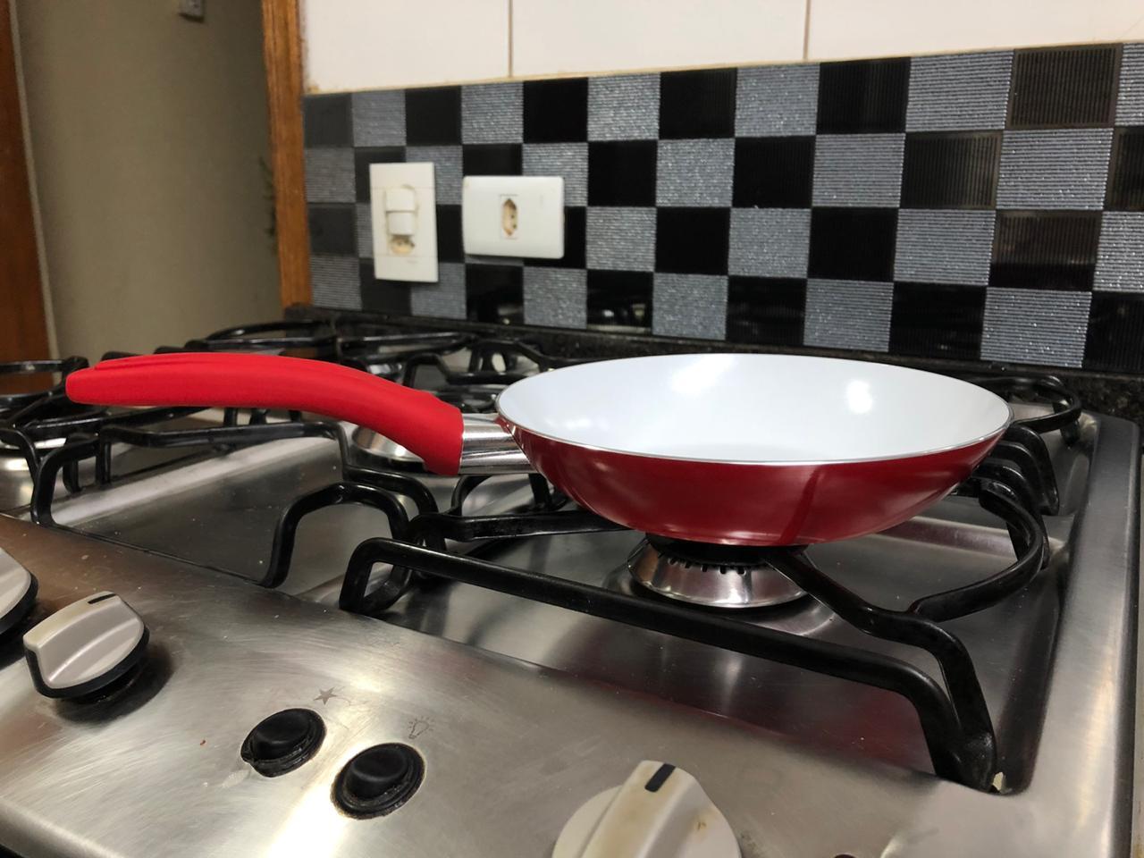 Frigideira antiaderente cerâmica frituras panquequeira com cabo revestido silicone