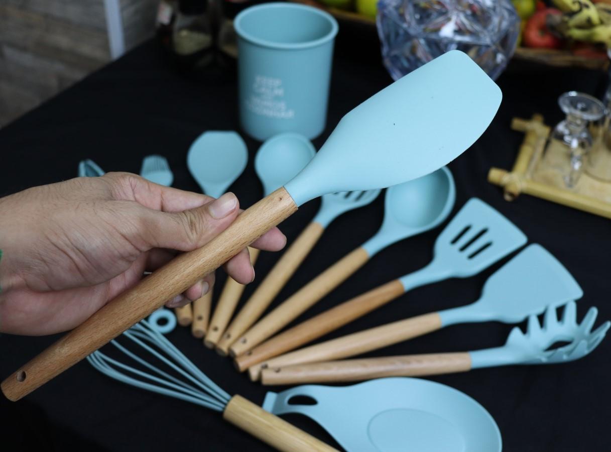 kit Utensílios de silicone cozinha verde com suporte 13peças madeira colher concha espatula livre de bpa