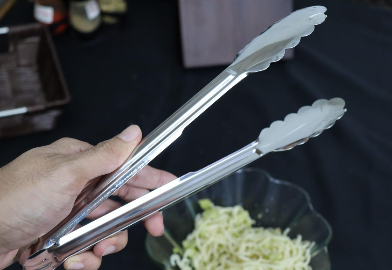 Pegador churrasco macarrão massas carne salada cozinha pinça culinaria 28cm aço inox