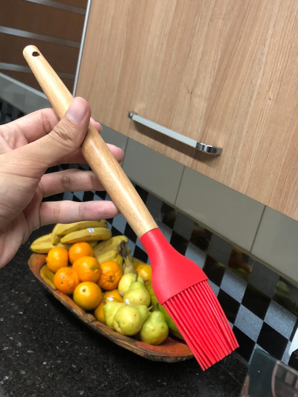 Pincel culinário de silicone e madeira untar confeitar vermelho 28cm livre de bpa
