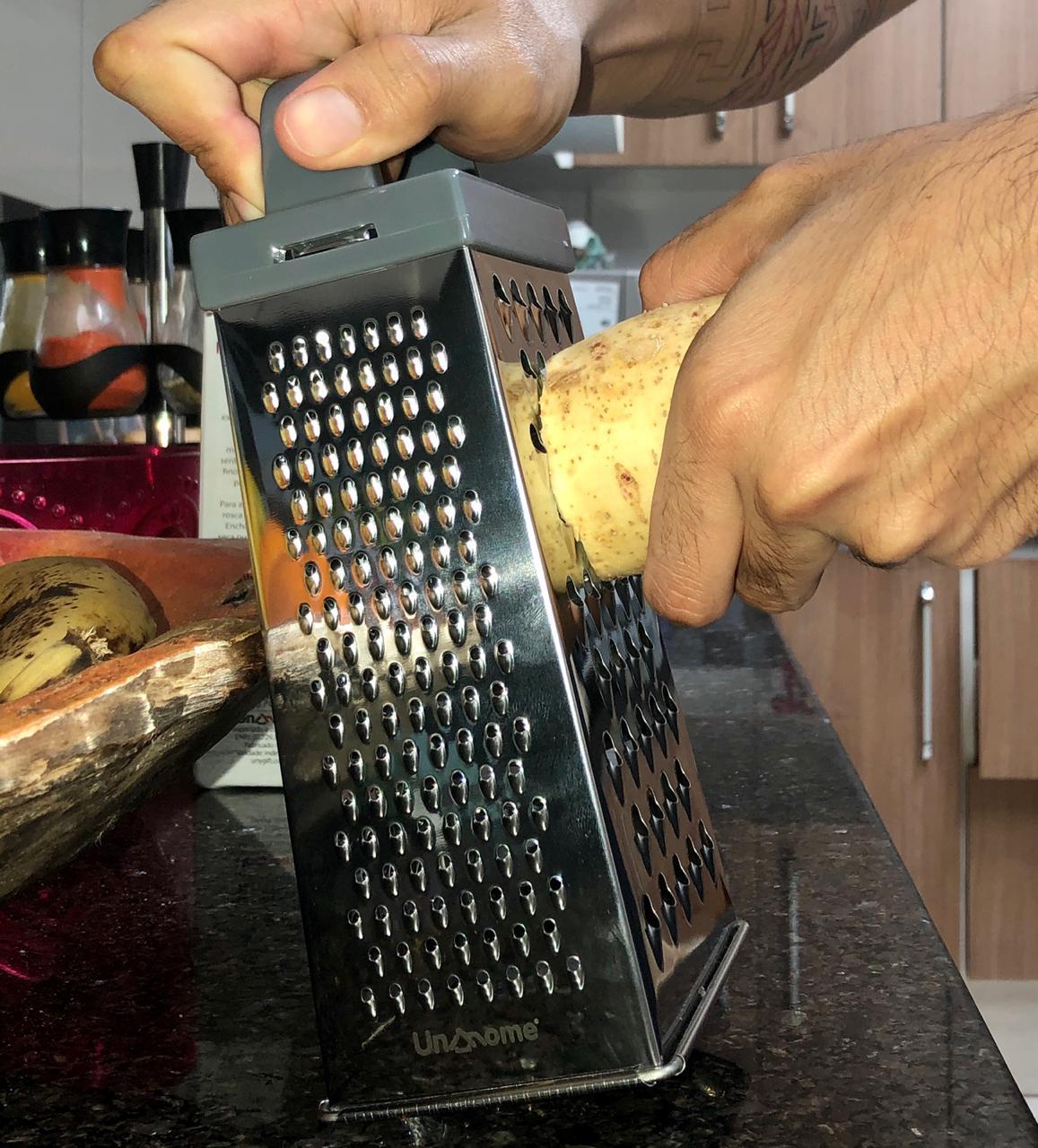 Ralador 4 faces inox com alça auxiliar 23cm para queijos nozes legumes