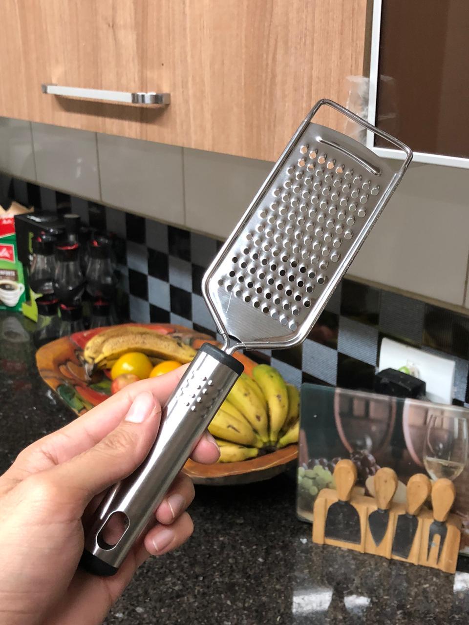 Ralador de queijo pratico com cabo aço inox para queijos nozes mimostyle