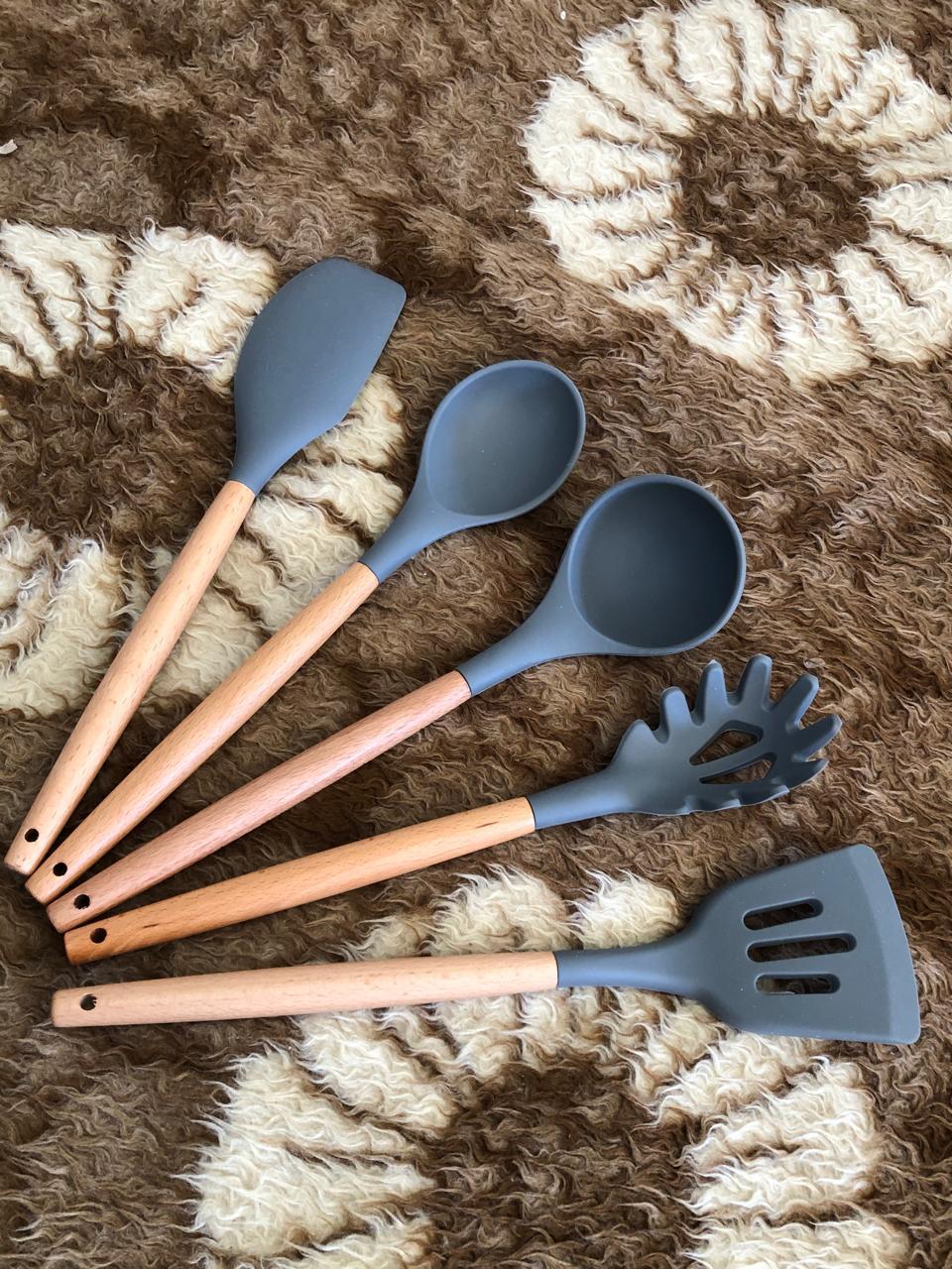 Utensílios de cozinha cinza kit 5 unidades silicone e madeira colher concha espatula