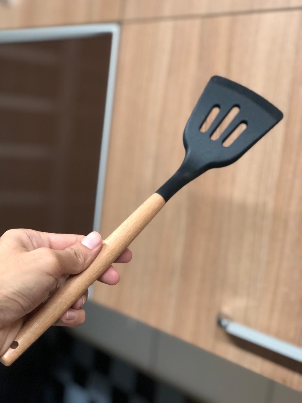 Utensílios de cozinha preto kit 5 unidades silicone e madeira colher concha espatula