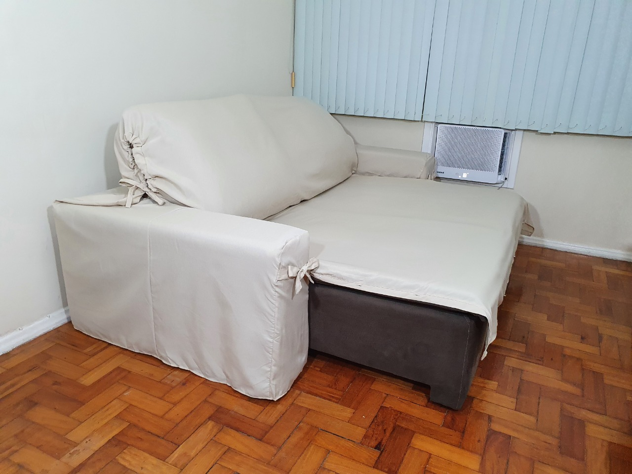 Capa p/ Sofá Retrátil e Reclinável em GORGURÃO BEGE - Veste Sofás de 1,96m até 2,35m