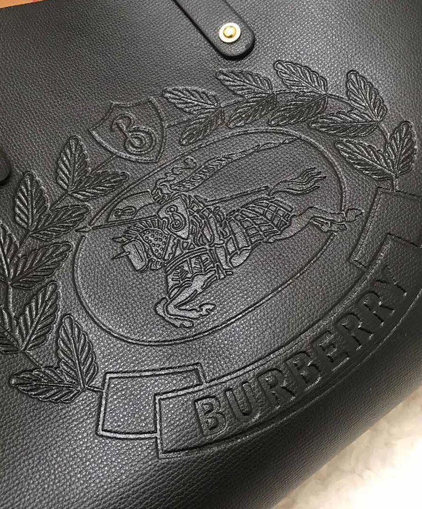 BOLSA BURBERRY EMBOSSED CREST TOTE