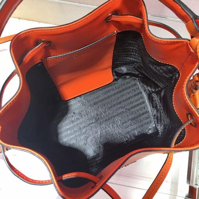 BOLSA PRADA SAFFIANO BUCKET BAG 1BE032
