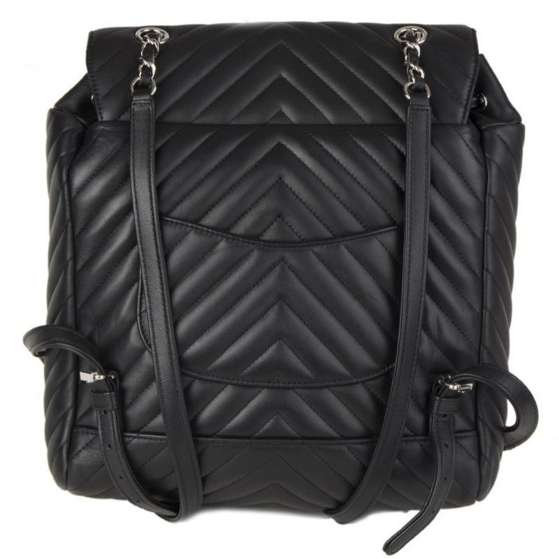 MOCHILA CHANEL URBAN SPIRIT CHEVRON