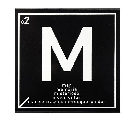 Azulejo Carbono Letra M