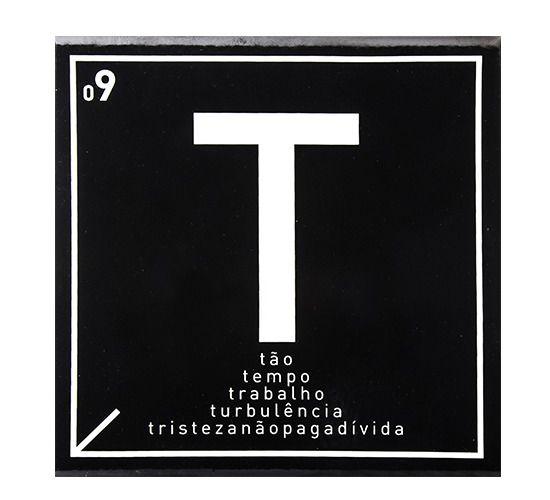 Azulejo Carbono Letra T