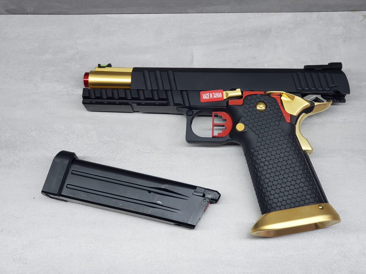 Pistola Airsoft Armorer Works Hicapa HX2032 Full Auto