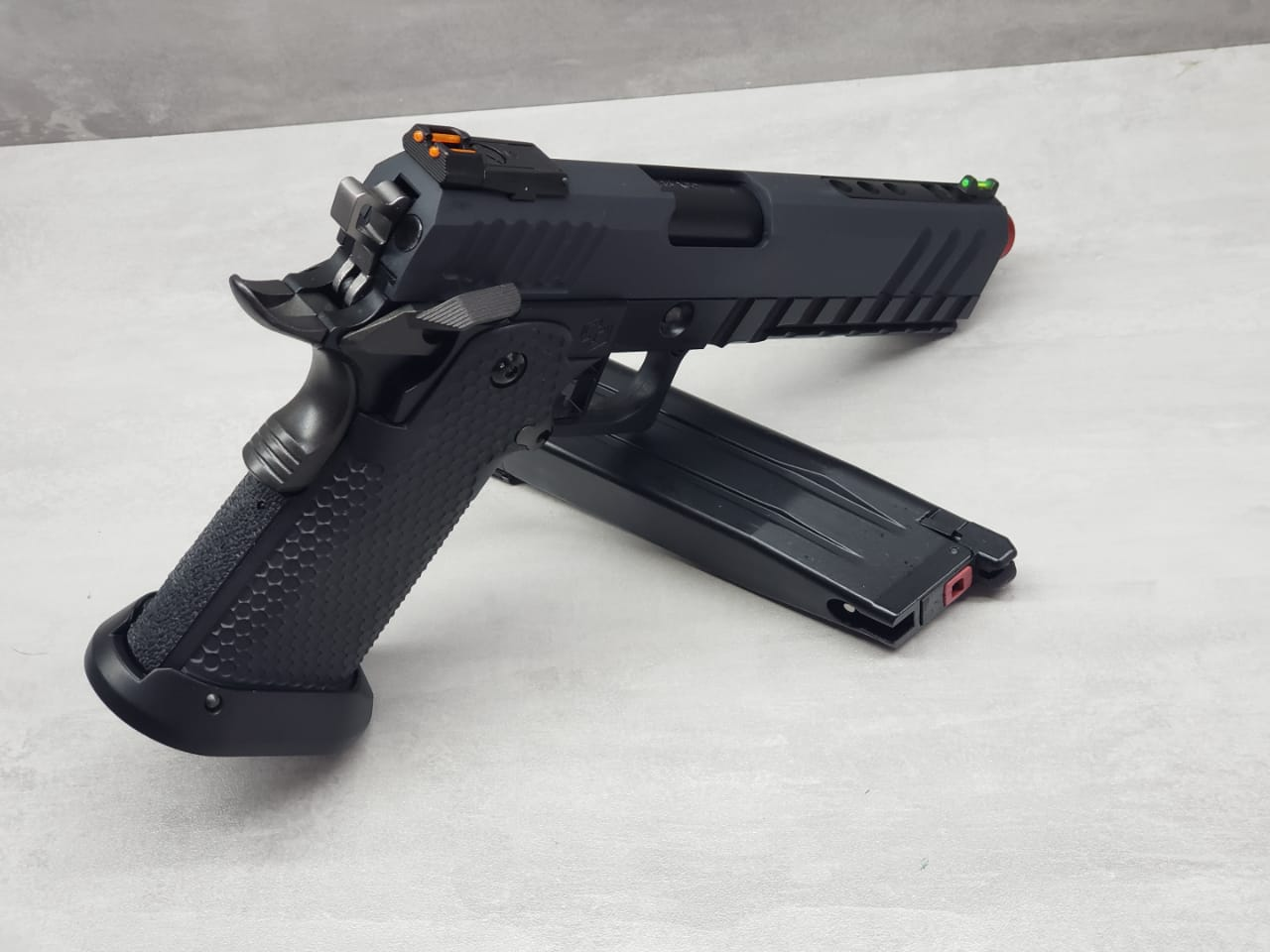 Pistola Airsoft Armorer Works Hicapa HX2033 Full Auto