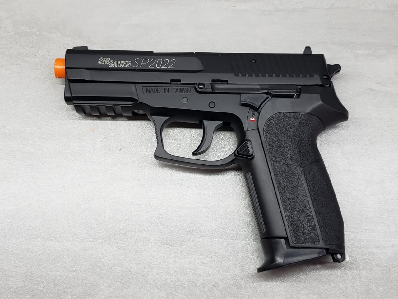 Pistola Airsoft CyberGun Sig Sauer SP2022 CO2