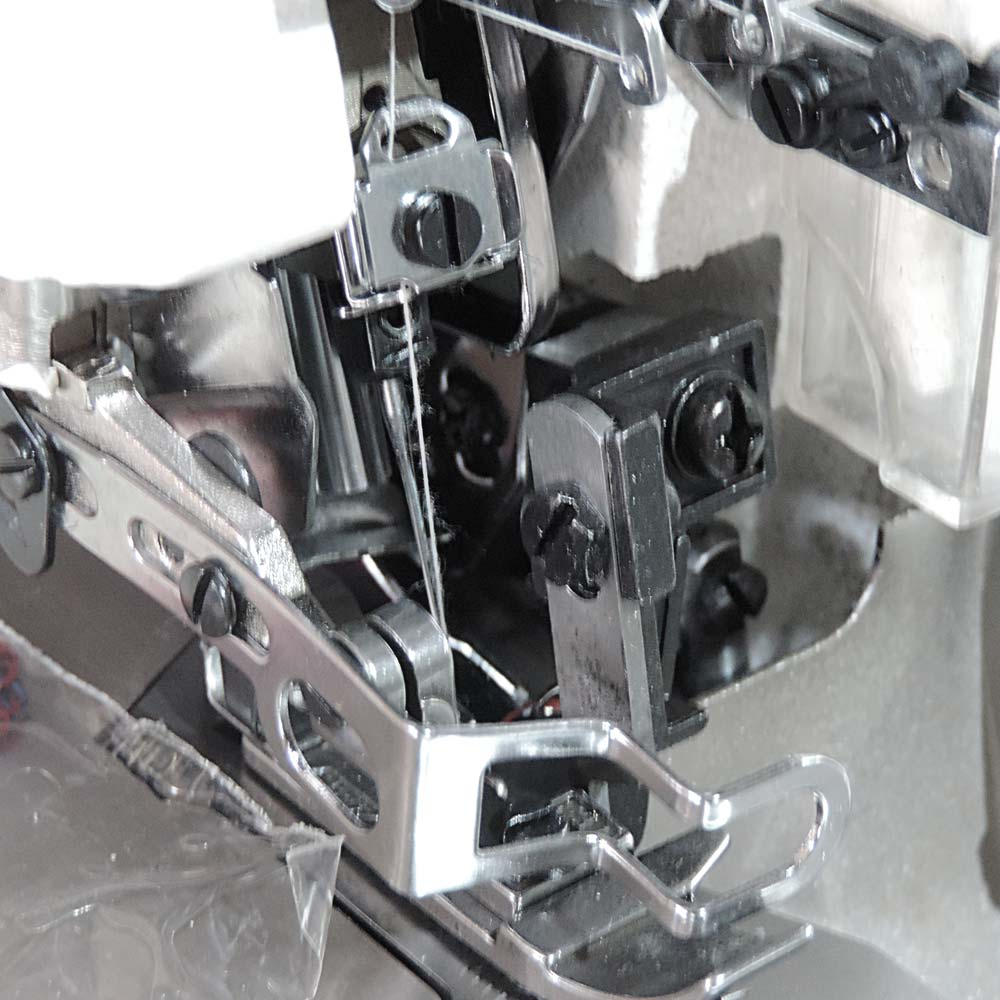 Máquina de Costura Industrial Overloque 1ag 3 Fios Direct Drive Bivolt S-838DC/E  Silverstar
