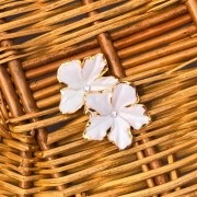 Brinco Flower Branco