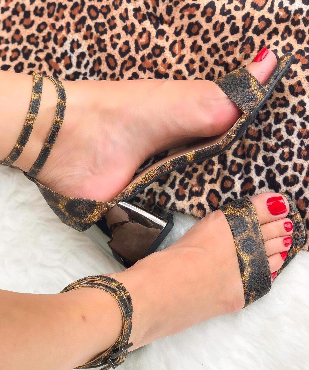 Sandália Jordana Onça