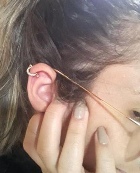 Piercing 2 em 1 meia lua cravejada haste em aço cirúrgico folheado