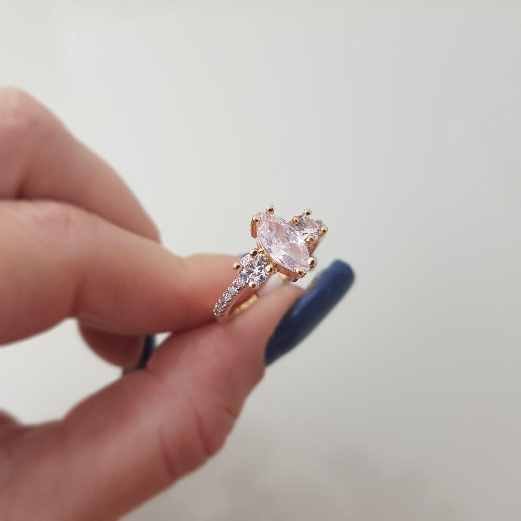 Anel em Microzircônias com Pedra Navete 3816