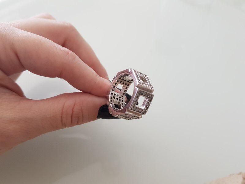 Anel Quadrado com Microzircônias 207