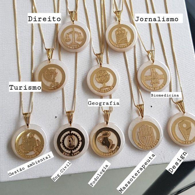 Colar Medalha Madre Pérola Profissão