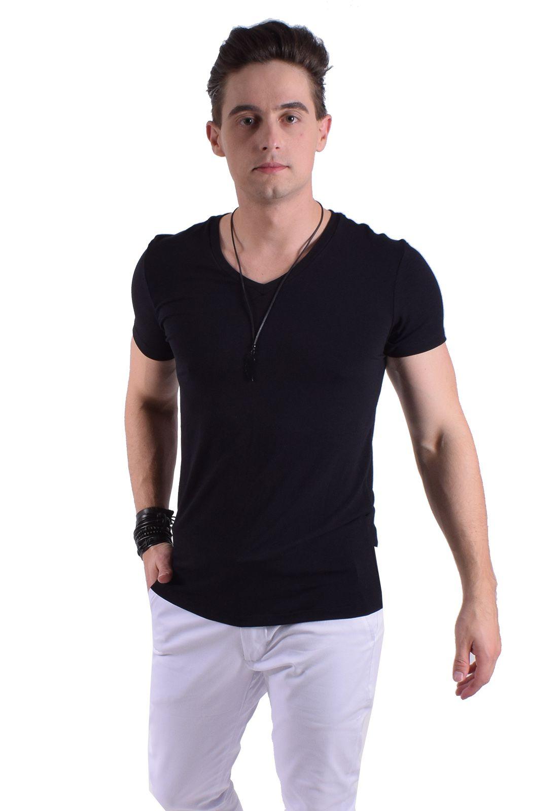 Camiseta Preta Masculina Gola V