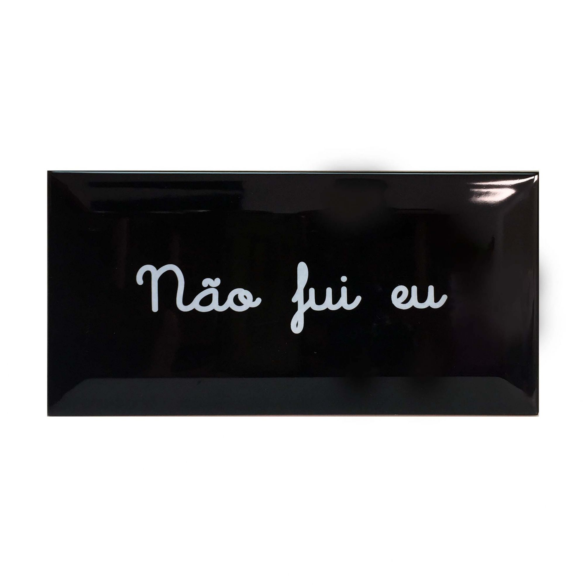 Azulejo Retangular Preto com Escrito Branco