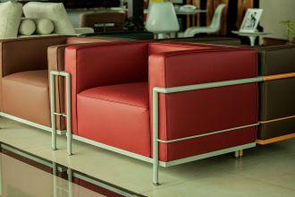Poltrona LC3, linha Color, vermelho